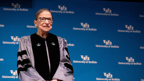 FILE PHOTO: US Supreme Court Justice Ruth Bader Ginsburg presented with an honorary doctoral degree at the University of Buffalo School of Law in Buffalo, New York, US, August 26, 2019. © Reuters / Lindsay DeDario