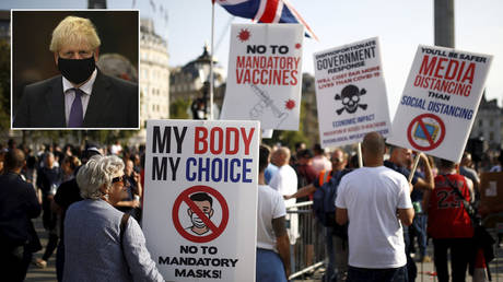 People gather in Trafalgar Square to protest against the lockdown imposed by the government, following the outbreak of the coronavirus disease, in London, Britain, September 19, 2020. © REUTERS/Henry Nicholls; (inset) Boris Johnson  © Getty Images/Aaron Chown – WPA Pool