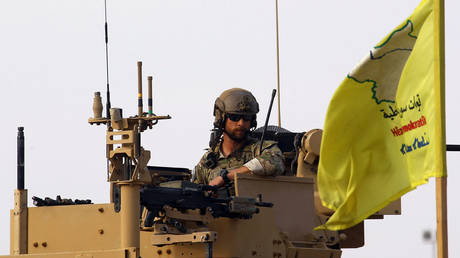 An American soldier sits on a military vehicle, at al-Omar oil field in Deir Al Zor, Syria. © Reuters / Aboud Hamam