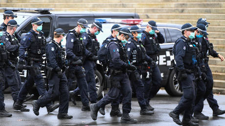 Police at an anti-lockdown protest in Melbourne, Australia. ©AAP Image/Erik Anderson via REUTERS
