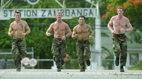 FILE POHTO. US Navy SEALs jog at the Philippine Navy headquarters in Zamboanga City. ©REUTERS/str CS/JS