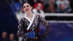 A talented person is talented in everything: Figure skating champ Evgenia Medvedeva learns to play the UKULELE (VIDEO)