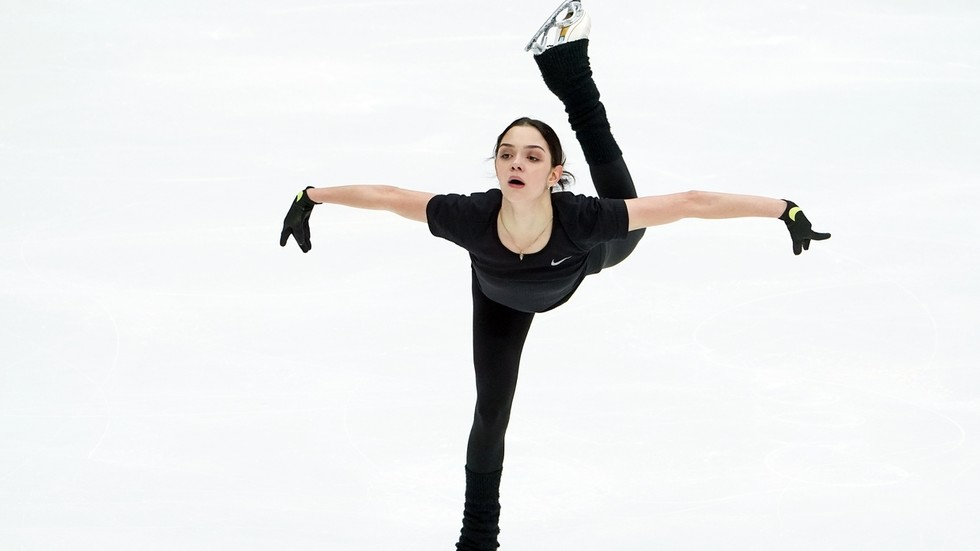 Put on ice: Figure skating star Evgenia Medvedeva to be HOSPITALIZED for medical check of spinal injury