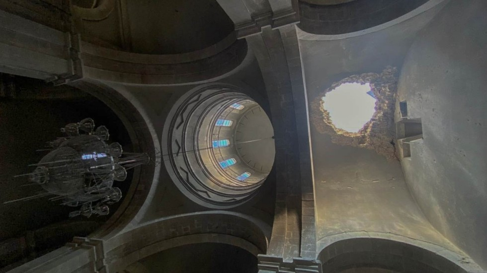 Two Russian journalists & guide injured in shelling of iconic 19th century cathedral in Nagorno-Karabakh (PHOTOS & VIDEO)