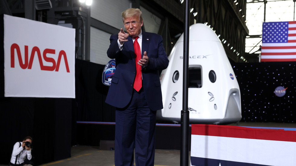Trump critics lose it as 'permanent manned presence on the Moon' and trip to Mars listed as Republican priorities