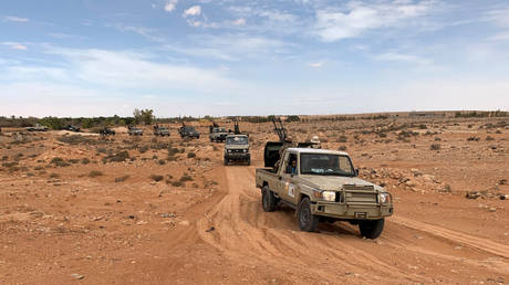 Troops loyal to Libya's internationally recognized government patrol the area in Zamzam, near Abu Qareen, Libya, September 15, 2020. © Reuters / Ayman Al-Sahili