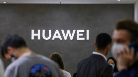 FILE PHOTO: The Huawei logo in Berlin, Germany September 3, 2020. © Reuters/Michele Tantussi