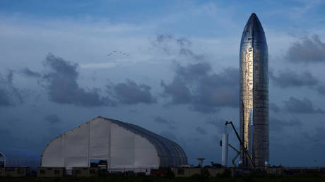 FILE PHOTO. A prototype of SpaceX's Starship spacecraft. ©REUTERS / Callaghan O'Hare