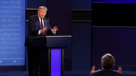 President Donald Trump argues with debate moderator Chris Wallace of Fox News Channel during the first 2020 presidential campaign debate in Cleveland, Ohio, U.S., September 29, 2020. © REUTERS/Jonathan Ernst