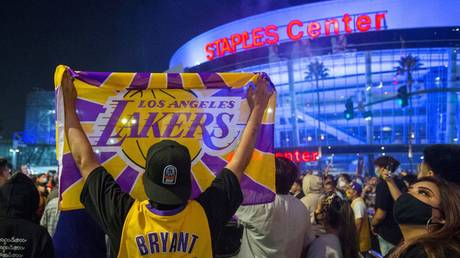 Los Angeles Lakers fans celebrate after their team sealed the NBA Championship. © Reuters