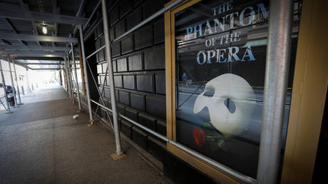 "A phantom of ""Phantom of the Opera"": deserted productions line Broadway's theatre row © Reuters / Mike Segar"