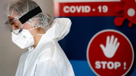 Un agent de santé à Nantes, France, 6 octobre 2020.