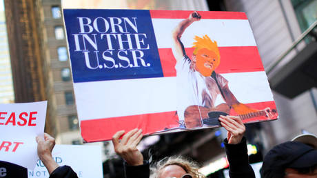 """Protest against President Donald Trump's alleged """"collusion"""" with Russia in New York, April 4, 2019."""