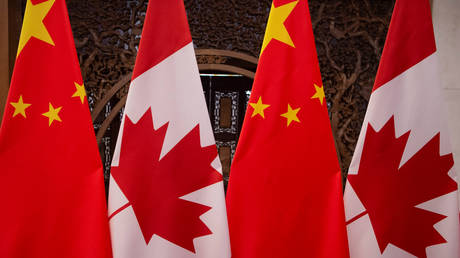 Picture of Canadian and Chinese flags, Beijing, China (FILE PHOTO) © Pool via REUTERS/Fred Dufour
