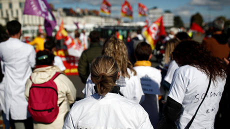 """French health workers protest in Nantes as part of a nationwide day of actions to urge the government to increase staff as hospitals fill once again with COVID-19 patients October 15, 2020 © The slogan reads """"angry caregivers"""". REUTERS/Stephane Mahe"""