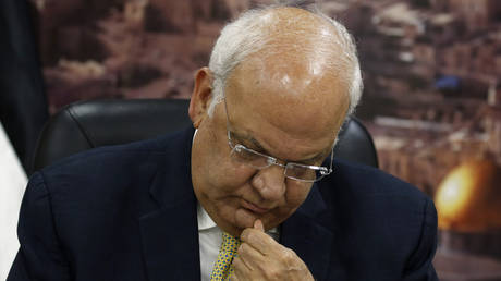 Saeb Erekat, Secretary General of the Palestine Liberation Organisation, talks to reporters in the West Bank city of Ramallah on March 3, 2020. © Abbas Momani / AFP