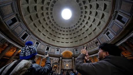 FILE PHOTO: The ancient Pantheon in Rome, Italy © Reuters / Tony Gentile