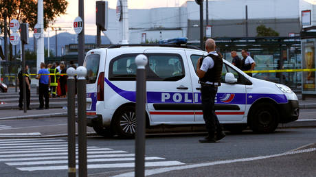 Train station evacuated in Lyon after woman 'threatens to blow everything up