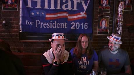 FILE PHOTO: Distraught Hillary Clinton supporters gather to hear the results of the 2016 election in Seattle, Washington, November 8, 2016 © AFP / Jason Redmond
