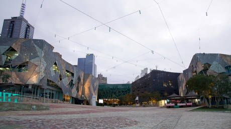 Federation Square is seen devoid of people after Melbourne, Australia, returned to a stage-three lockdown to curb a resurgence of the coronavirus disease, July 23, 2020. © Reuters / Sandra Sanders