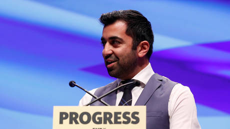 Humza Yousaf speaks at the Scottish National Party (SNP) conference in Glasgow, Scotland, October 10, 2017 © Reuters / Russell Cheyne