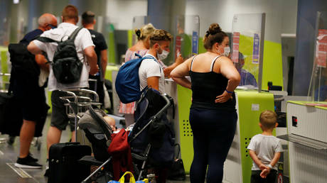 British tourists returning to UK. Gran Canaria Airport, Spain July 25, 2020. © REUTERS/Borja Suarez