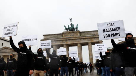 Protesters from the Muslim Interaktiv organisation demonstrating in Berlin on Friday. © REUTERS/Michele Tantussi