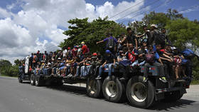 Caravan of more than 3,000 US-bound migrants cross illegally into Guatemala from Honduras (VIDEOS)