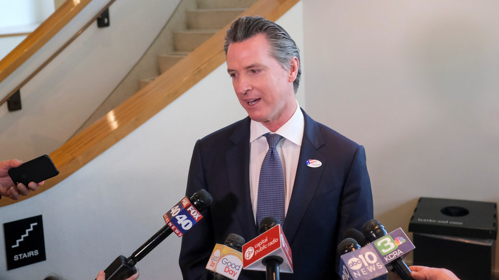 Governor Newsom Apoligizes For Party with Multiple Households Amid Pandemic | NewsRadio KFBK