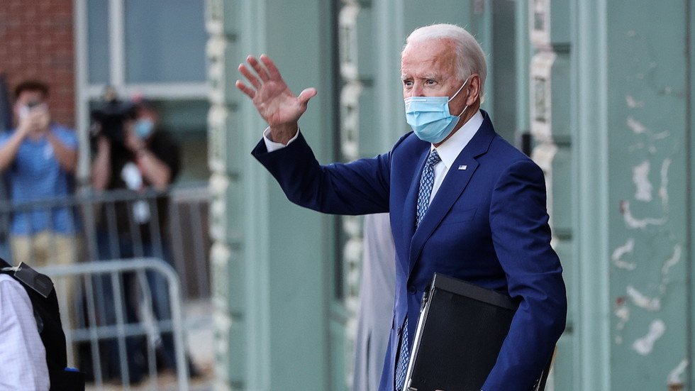 Biden's top aide urges Congress to urgently pass new coronavirus relief By