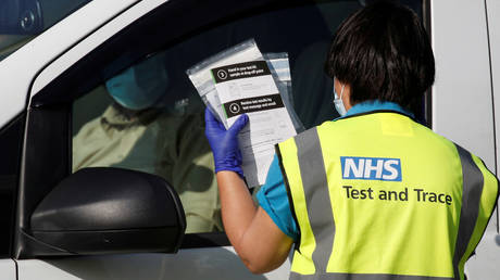 FILE PHOTO: An NHS track and trace staff member. © REUTERS / Phil Noble