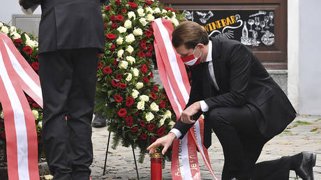 Austrian Chancellor Sebastian Kurz places a candle at scene of terrorist attack in Vienna on November 3, 2020. © AFP / Joe Klamar