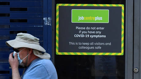 FILE PHOTO: A Job Centre Plus office, amidst the outbreak of the coronavirus disease (COVID-19) in London, Britain. © REUTERS / Toby Melville