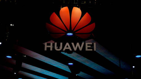 FILE PHOTO: A Huawei logo at the Shanghai auto show in Shanghai, China  © Reuters / Aly Song