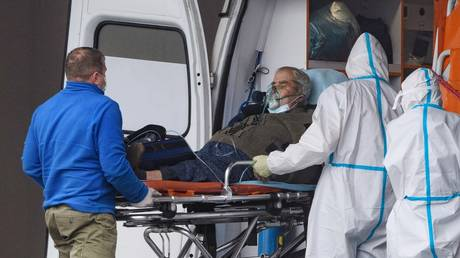 The ambulance team took the patient to the quarantine center in Kommunarka.