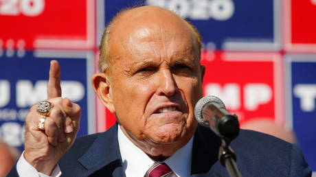 Rudy Giuliani speaks to reporters in Philadelphia, Pennsylvania, November 7, 2020 © Reuters / Eduardo Munoz