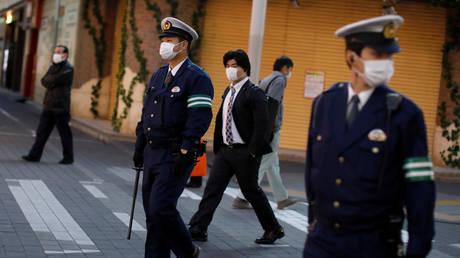 Police officers patrol on the street following the coronavirus disease outbreak in Tokyo, Japan, April 14, 2020. © Reuters / Issei Kato