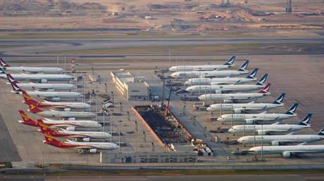 Avions au sol à l'aéroport de Hong Kong © Reuters / Lam Yik