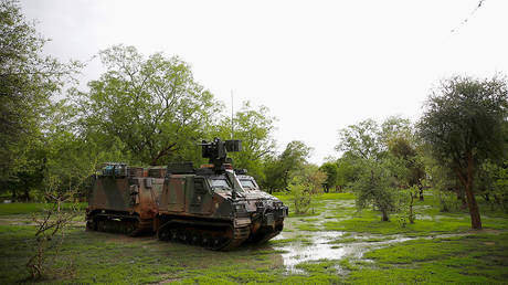 French soldiers patrol in an all-terrain armoured vehicle in the Gourma region during Operation Barkhane in Ndaki, Mali, July 28, 2019. © Reuters / Benoit Tessier