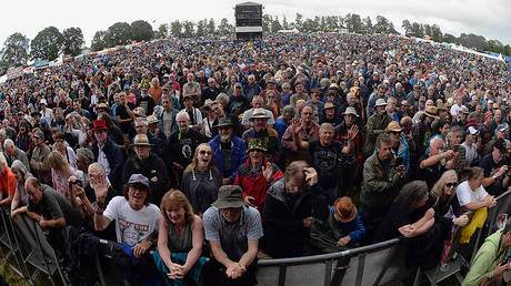 England, Oxfordshire, Cropredy, Panoramic of the crowd at the festival. © Getty Images/Eye Ubiquitous/Universal Images Group/Bob Battersby