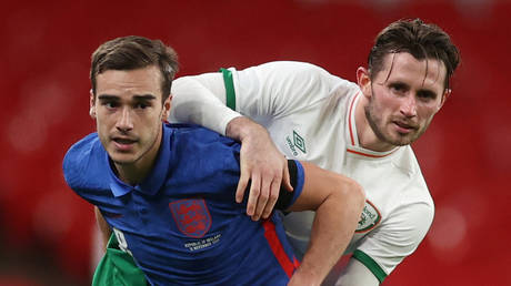 Ireland star Alan Browne (right) took on Harry Winks and the rest of the England team when he had Covid-19 © Carl Recine / Reuters