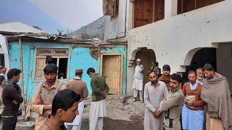 Local residents gather in a partially damage house caused by shelling of Indian forces at a village in Neelum Valley, situated at the Line of Control in Pakistan-administered Kashmir, Friday, Nov. 13, 2020. © AP Photo/Nisar Mughal