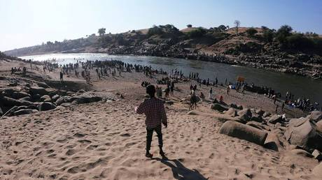 Ethiopians who fled the ongoing fighting in Tigray region are seen at the Setit River on the Sudan-Ethiopia border in Hamdait village in eastern Kassala state, Sudan, November 14, 2020. © Reuters / El Tayeb Siddig / File Photo