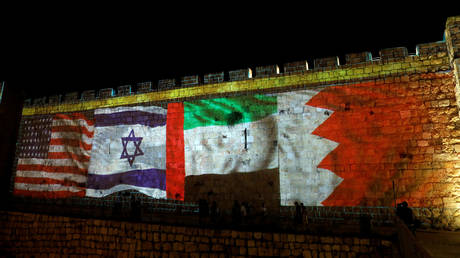 National flags of Bahrain, UAE, Israel and the US are projected on the walls of Jerusalem's Old city, September 15, 2020. © Reuters / Ronen Zvulun / File Photo