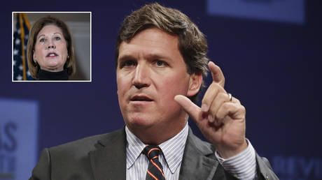 Tucker Carlson © AFP / Getty Images / Chip Somodevilla; (inset) Sidney Powell © AFP / Getty Images / Drew Angerer