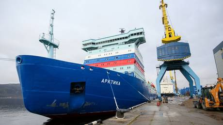 """Arrival of the nuclear icebreaker """"Arctic"""" in the port of Murmansk."""