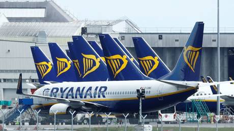 FILE PHOTO: Ryanair planes are seen at Dublin Airport. © REUTERS / Jason Cairnduff