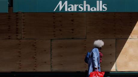 A Marshalls store during lockdown in New York City. © REUTERS/Brendan McDermid