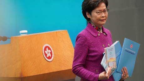 Hong Kong Chief Executive Carrie Lam attends a news conference following the annual policy address in Hong Kong, China, November 25, 2020. © Reuters / Lam Yik