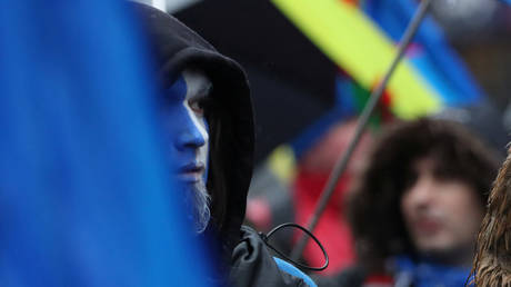 FILE PHOTO: A man wears face paint as demonstrators march for Scottish Independence through Glasgow City centre, Scotland, Britain. © REUTERS / Russell Cheyne